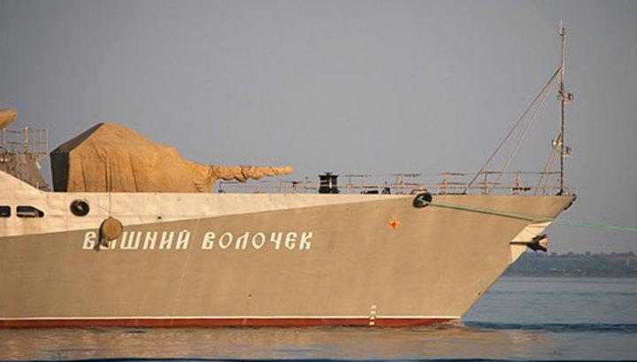"""""""Вышний Волочек"""" наблюдает за """"Россом"""" в Черном море"""