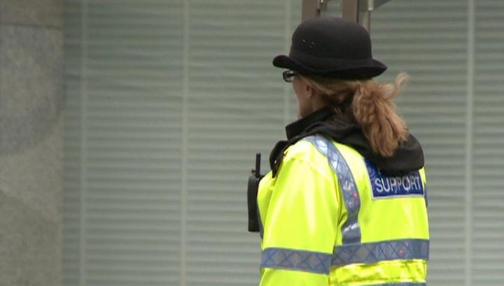 На западе Англии 120 человек были эвакуированы с ледового катка из-за пожара