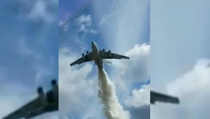 ผลการค้นหารูปภาพสำหรับ Ил-76 сбросил тонны воды на инспекторов ДПС в Подмосковье