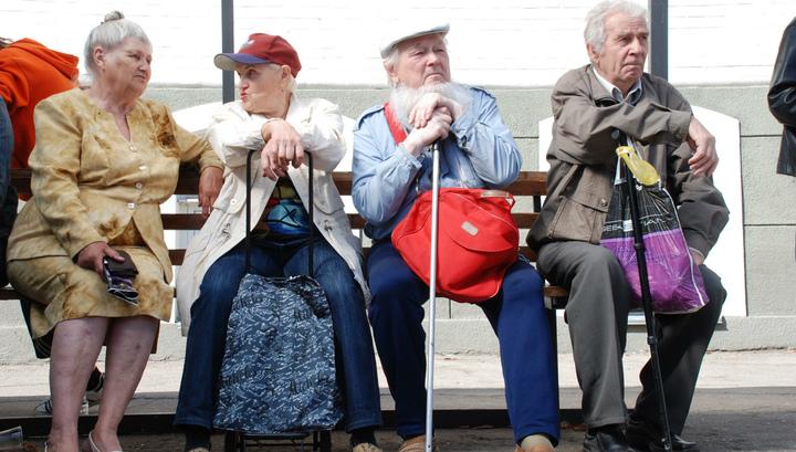 В ПФР объяснили, как платят пенсию работающим пенсионерам
