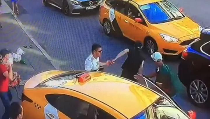 Арестован таксист, сбивший людей в центре Москвы