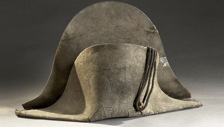 Во Франции ушла с молотка одна из треуголок Наполеона Бонапарта