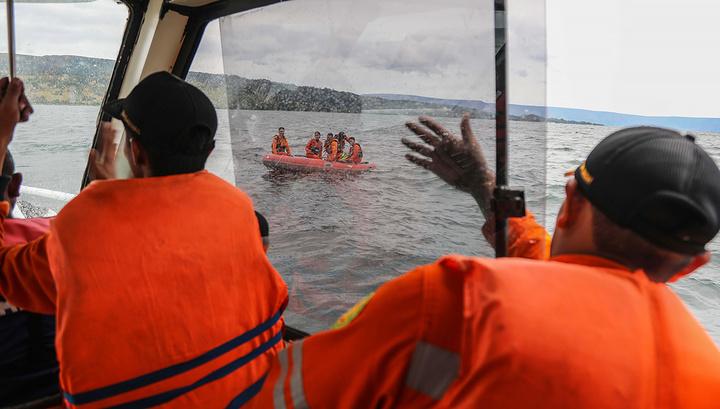 У берегов Индонезии затонул паром со 140 пассажироми
