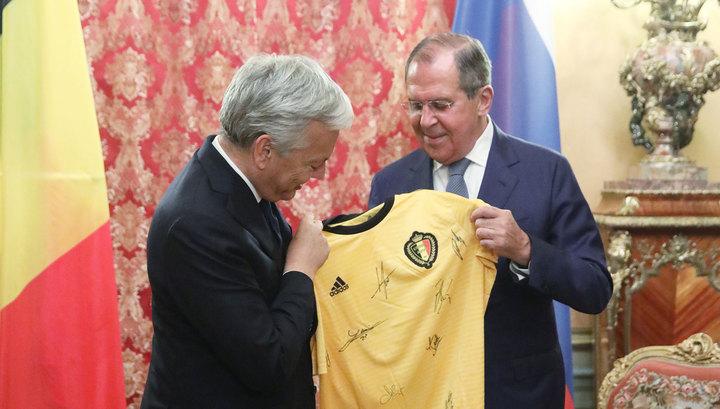 Рейндерс подарил Лаврову футболку сборной Бельгии