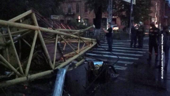 Ураган обесточил Барнаул и уронил кран на загс