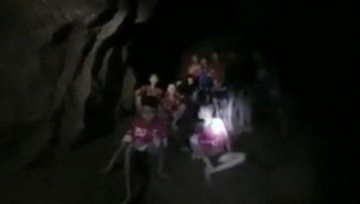 Чудесное спасение в Таиланде: дети в пещере живы, но истощены
