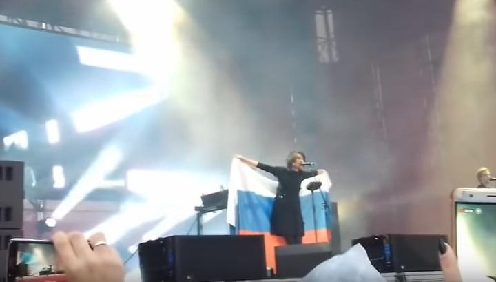 Украинцы возбудились из-за выступления Земфиры с российским триколором