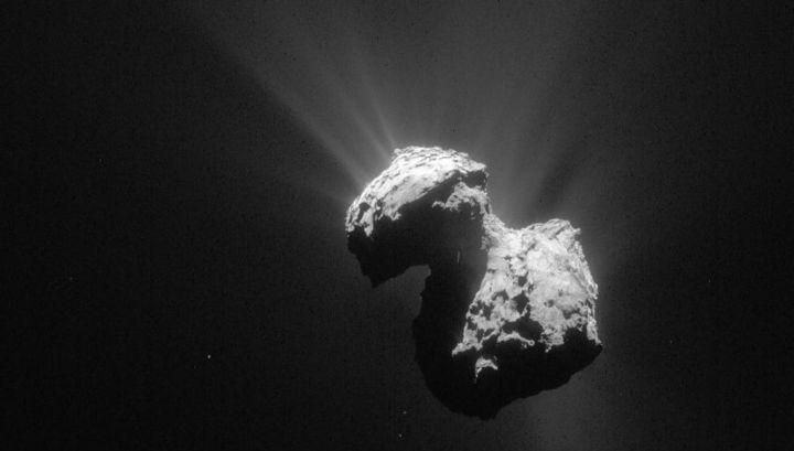 Астрономы разобрались, откуда в газовой оболочке кометы (коме) взялся кислород.