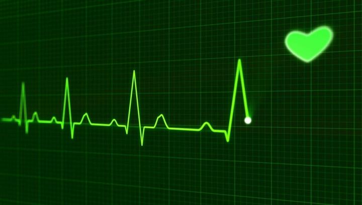 Признаки сердечного приступа нередко упускаются врачами из-за сумбурной обстановки, невнимательности, неточности или других человеческих факторов.