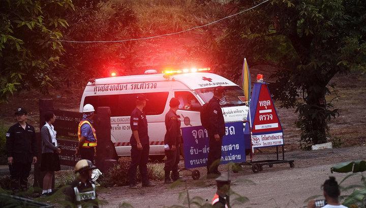 Первых трех детей из пещеры в Таиланде вывели на поверхность