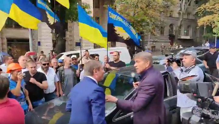 На митинге шахтеров в Киеве министр подрался с депутатом из-за микрофона