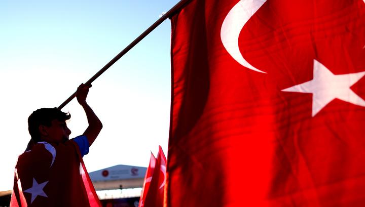 В Турции почтили память погибших при попытке госпереворота
