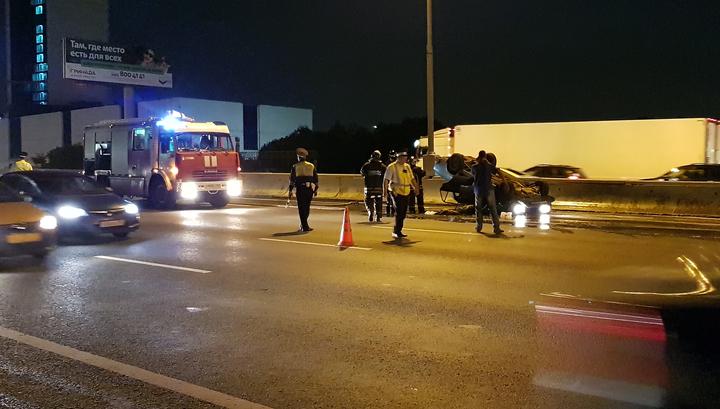 На МКАД столкнулись четыре автомобиля, два человека ранены
