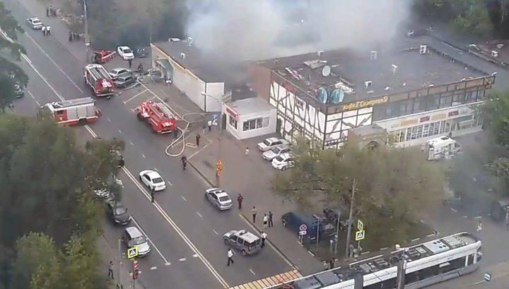 При пожаре в московском автосервисе пострадали 2 человека