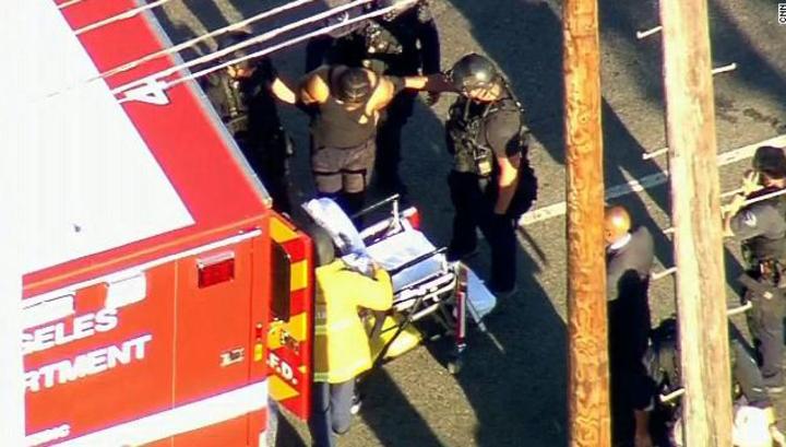 Мужчина, захвативший заложников в магазине в Лос-Анджелесе, арестован