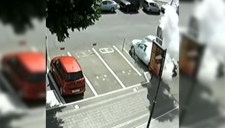В салоне припаркованной машины в Краснодаре взорвался пропановый баллон
