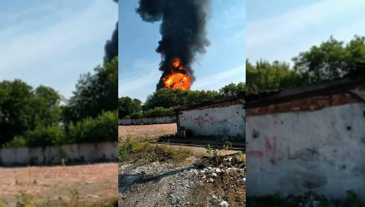Серия взрывов произошла на горящем в Перми заводе