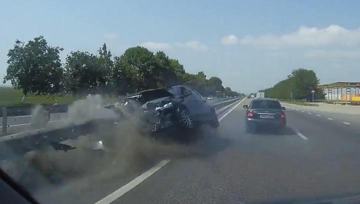 Девушка выпала из машины после смертельной аварии под Нальчиком