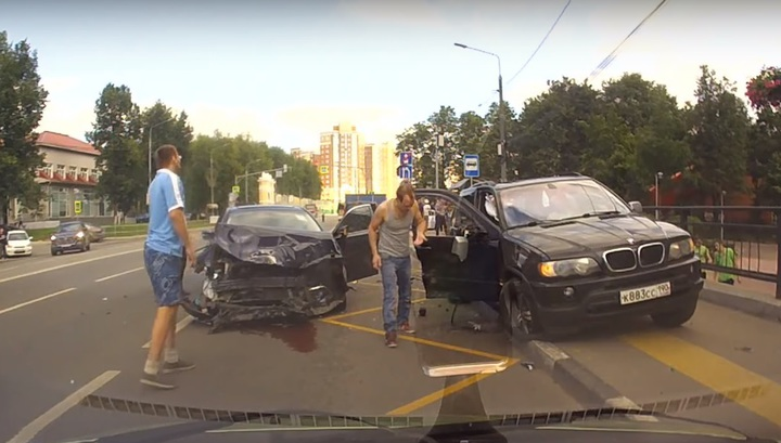 Момент страшного ДТП в Новой Москве попал в объектив автомобильного регистратора