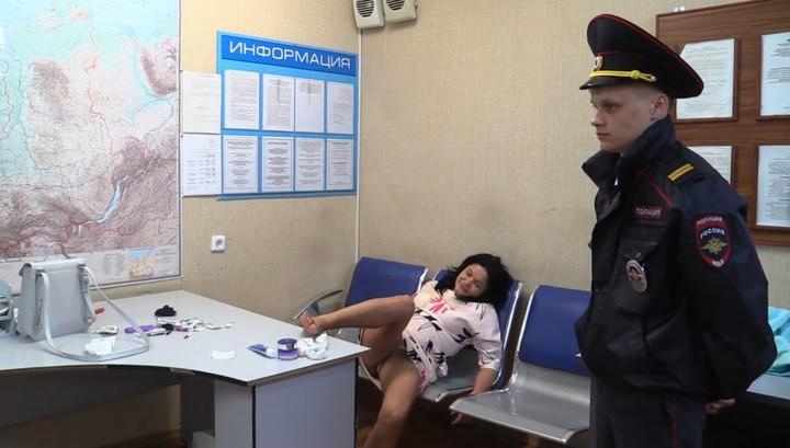 Пьяная москвичка закатила концерт в новосибирском аэропорту