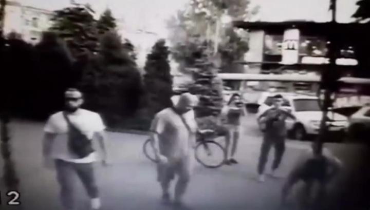 В Одессе радикалы с краской избили священника