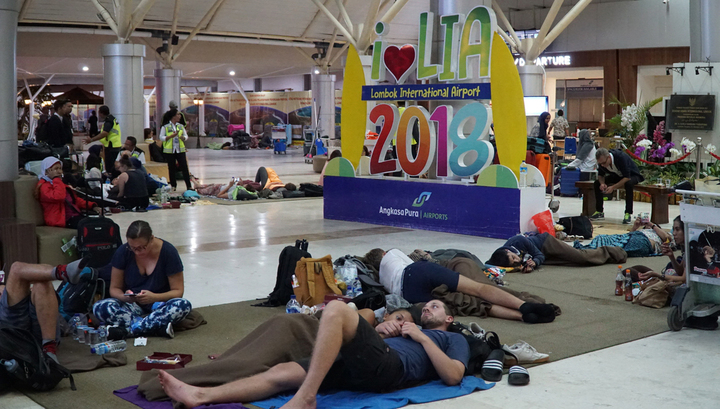 На острове Ломбок опять произошло сильное землетрясение