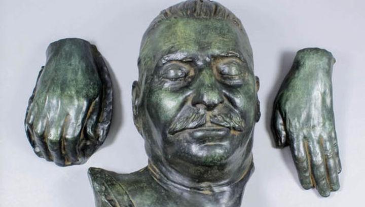В Британии ушла с молотка посмертная маска Сталина, найденная на чердаке старого дома