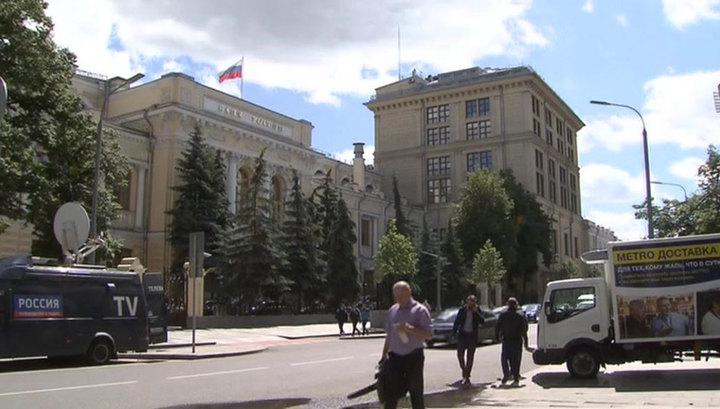Центробанк: ослабление рубля продлится недолго