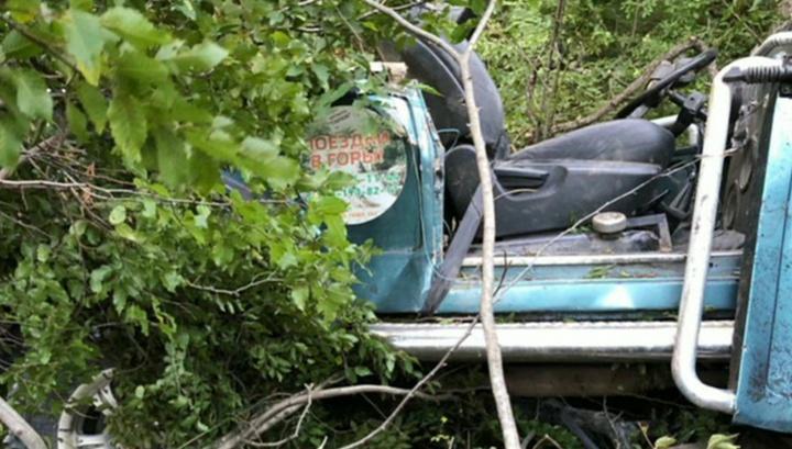 Авария под Геленджиком: водитель джипа в коме, у двоих пассажиров - перелом позвоночника