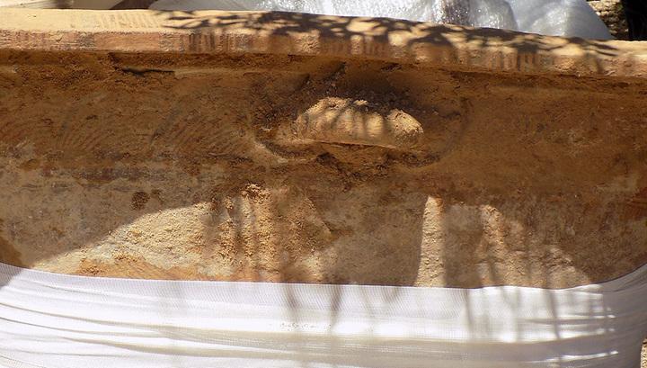 Глиняный минойский ларнакс, обнаруженный в Кентри (Иерапетра). Фото: documentonews.gr