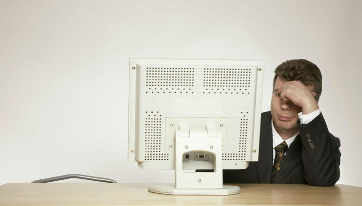Человек испытывает постоянный стресс, когда работодатель ожидает от него постоянной проверки электронного почтового ящика и немедленного ответа на приходящие письма.