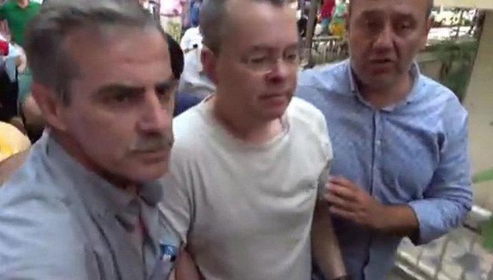 """США сэкономят не на """"замечательном"""" пасторе Брансоне, а на Турции"""