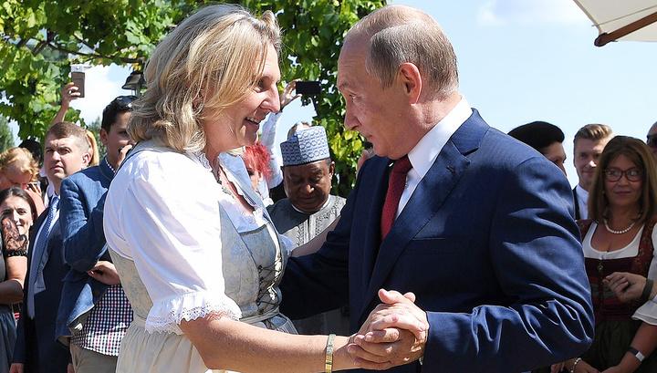 Путин попрощался с Кнайсль и Майлингером на немецком и отправился к Меркель