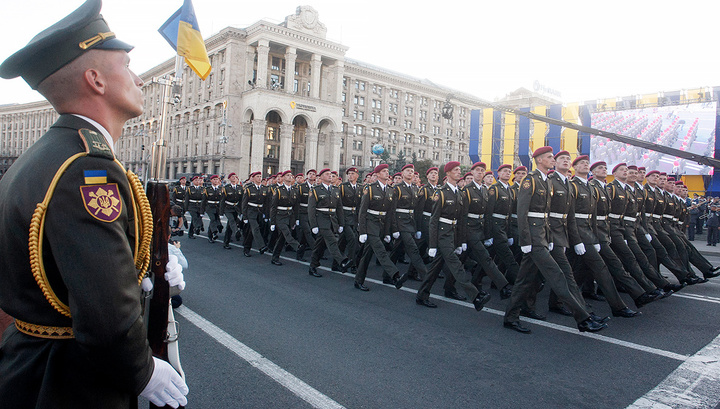 """Танк, """"Бук"""" и солдат: на параде в Киеве произошло еще одно ЧП"""