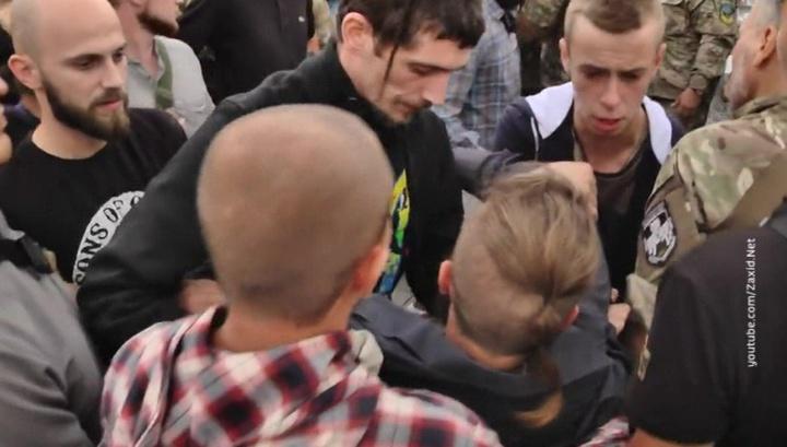 Сжигать или хоронить? Спор на похоронах украинского военного перерос в драку
