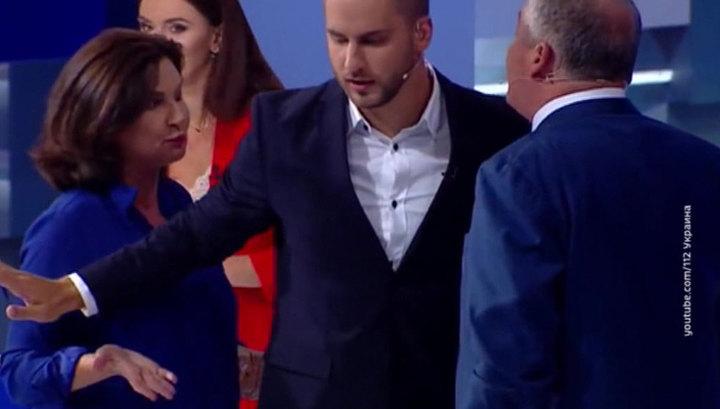Студия украинского телевидения вновь стала ареной для потасовки политиков. Видео