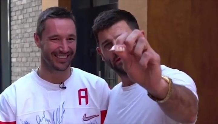 Ковальчук разыгрывает свитер с автографами на благотворительном...