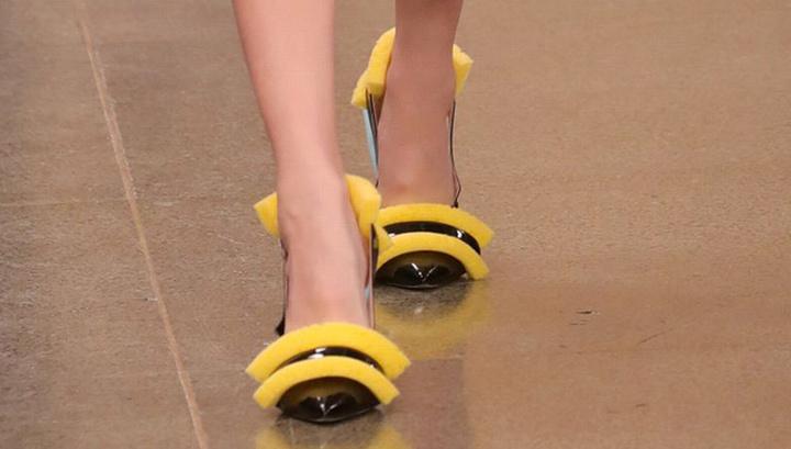 Новый тренд: туфли с губками для мытья посуды