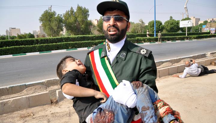 На параде в Иране террористы расстреляли детей, женщин и военных