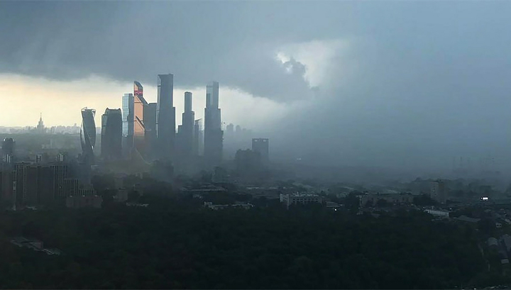 Жара в Москве: столицу освежит гроза