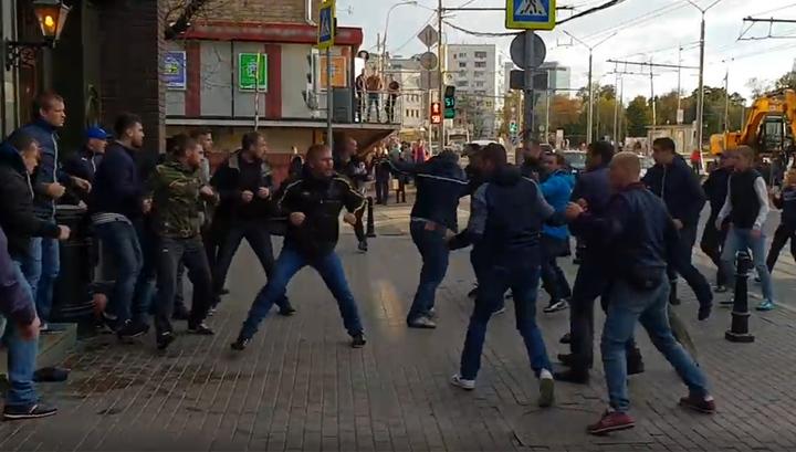 В Москве футбольные болельщики устроили драку. Видео