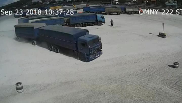 Неуправляемый зерновоз рухнул в овраг под Новороссийском