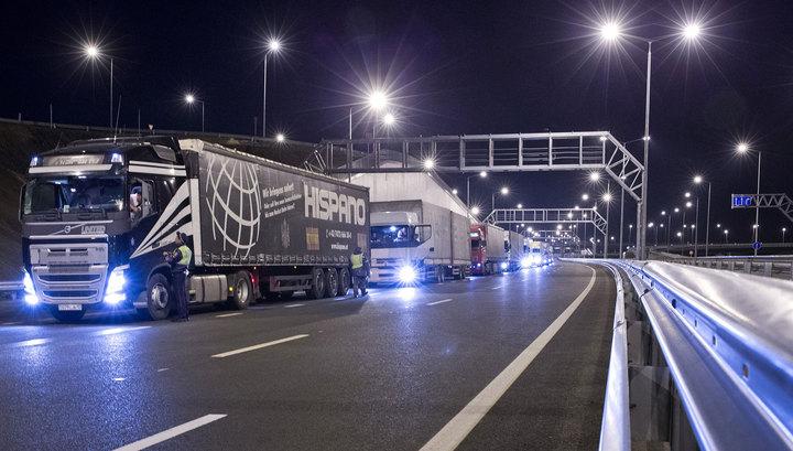 По Крымскому мосту проехали более 700 грузовиков