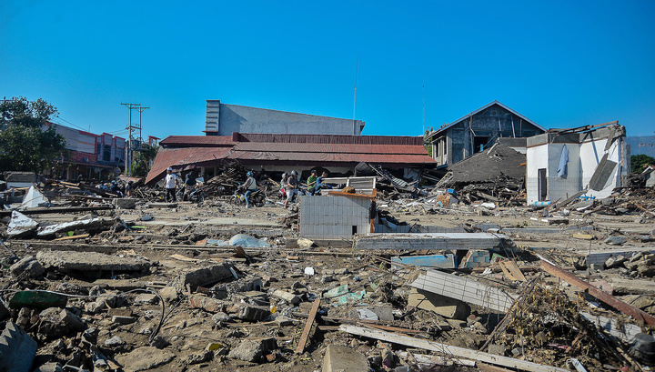 Землетрясение и цунами на Сулавеси: подтверждена гибель 1234 человек
