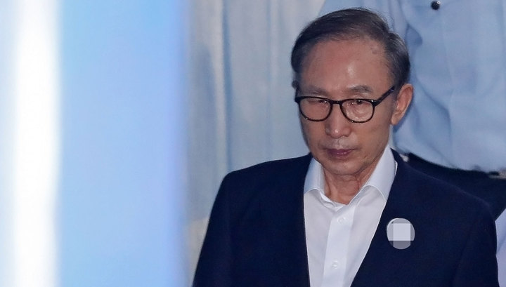 Суд Южной Кореи приговорил бывшего президента страны к 15 годам за коррупцию