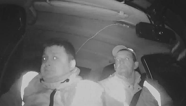 Пьяные подростки попытались сбежать от полицейских на угнанном автомобиле и попали в аварию