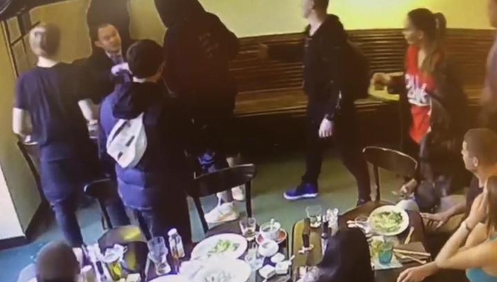 Появилось видео драки Кокорина и Мамаева с чиновниками Минпромторга