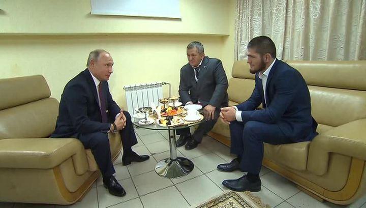 """""""Выиграл убедительно"""": Путин встретился с Хабибом Нурмагомедовым и его отцом"""