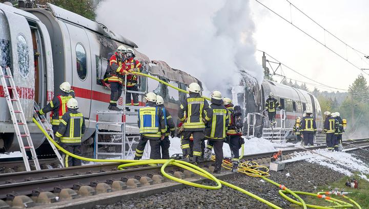 Поезд в огне: ЧП в Германии не обошлось без пострадавших