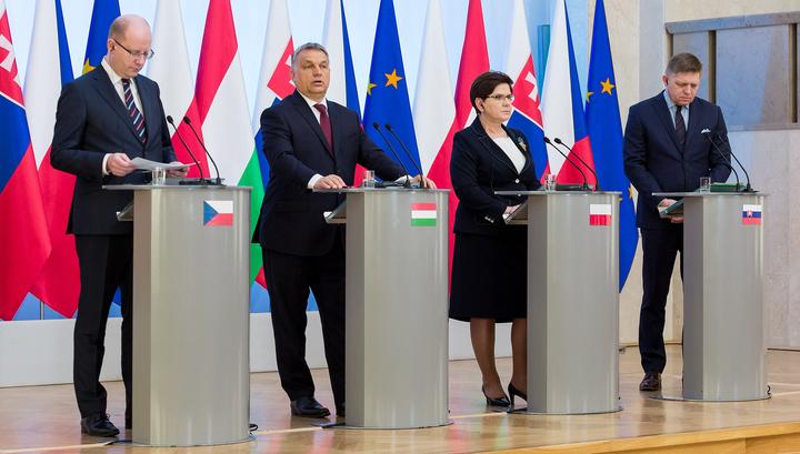 Вышеградская четверка не хочет принимать мигрантов, но готова помочь бедствующим странам